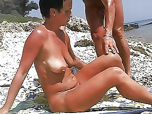 mature pleasure amateur beach masturbation