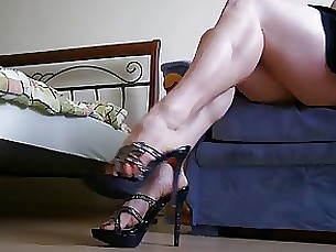 skirt upskirt milf amateur juicy foot-fetish feet fetish