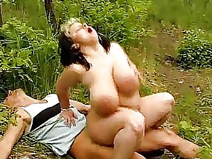 mature bbw boobs big-tits outdoor