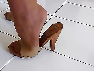 fetish high-heels housewife milf