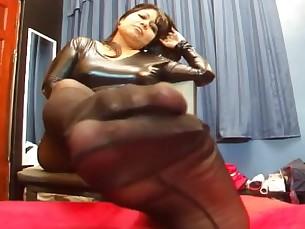 feet foot-fetish mammy mature milf pov
