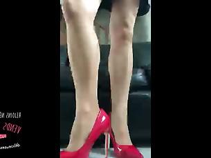 amateur brunette feet milf