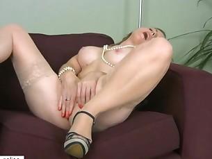 brunette close-up cougar fingering high-heels mammy masturbation mature milf
