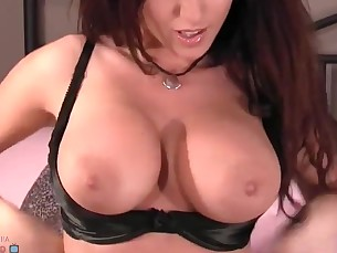 amateur ass babe big-tits boobs brunette bus busty chick