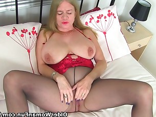 dildo fuck mammy mature milf nylon panties